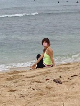 クヒオビーチでヨガ