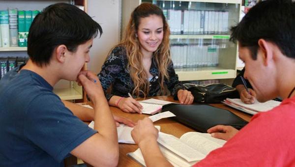 Comunicado Becas Estudiantiles Abril 2015.
