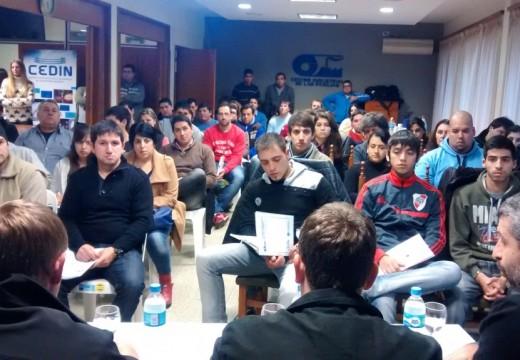 Las Parejas. Más de 100 jóvenes emprendedores, participaron del Seminario Aprendiendo a Emprender.