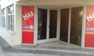 Rompieron-vidrio-municipalidad-Armstrong-