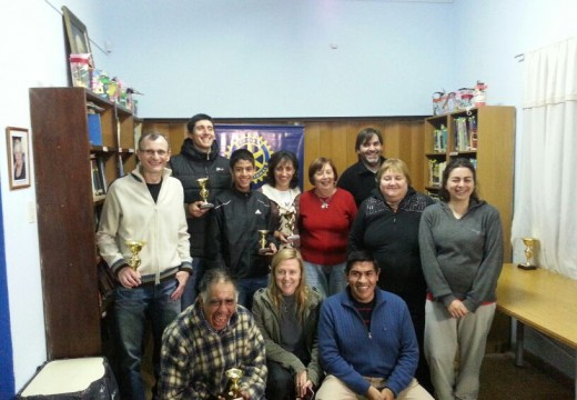 Rotary Club Armstrong, homenajeo a maratonistas locales.