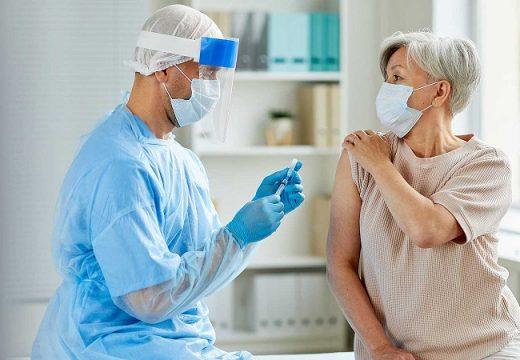 Armstrong. Vacunación COVID 19 para mayores de 70 años.