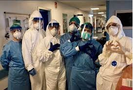 La Asociación Médica de Rosario pide reforzar restricciones de circulación y actividades.
