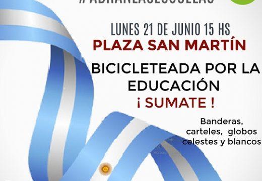 Padres organizados convocan a una bicicleteada en Plaza San Martín.