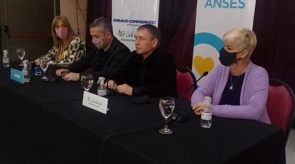 Firma de convenio para el funcionamiento de ANSES en Las Parejas.