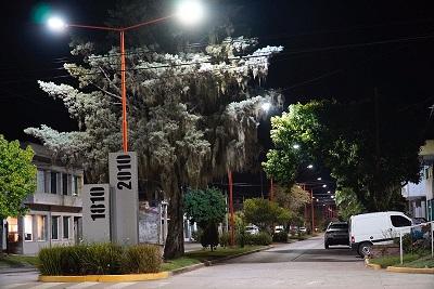 Nueva iluminación en Bv. 14 de diciembre hasta calle La Plata.