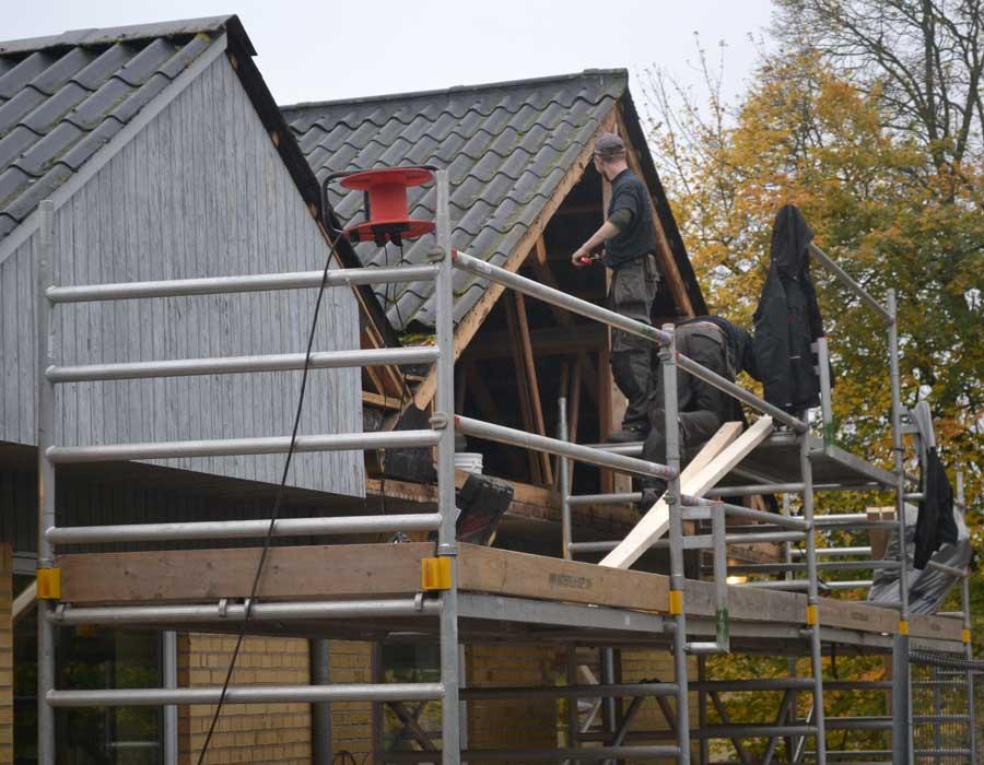 Tømrer og Snedkerfirmaet Arne Danielsen A/S - Børnehave får udskiftet gavlbeklædning