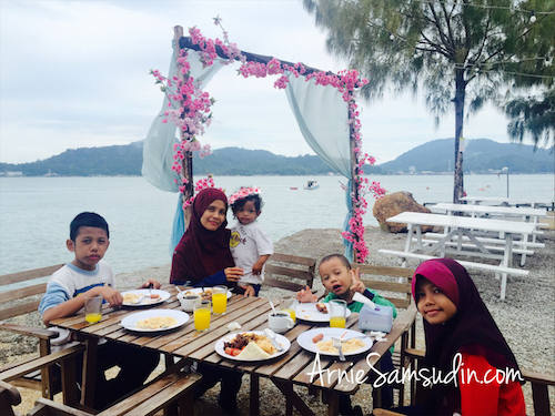 rockbund-fishing-chalet-breakfast-pantai