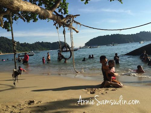 anjungan-beach-resort-teluk-nipah