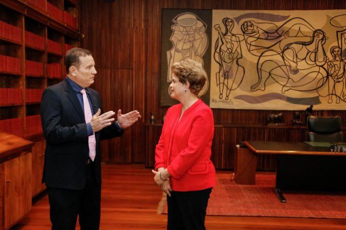 Dilma numa solitária, quase clandestina entrevista, reflexo do momento.