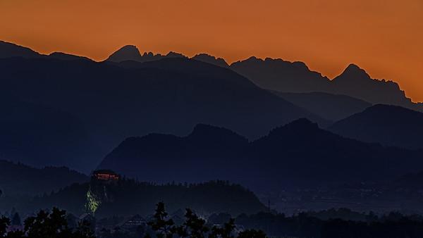 Burg Bled nach Sonnenuntergang - Bled, Slovenien