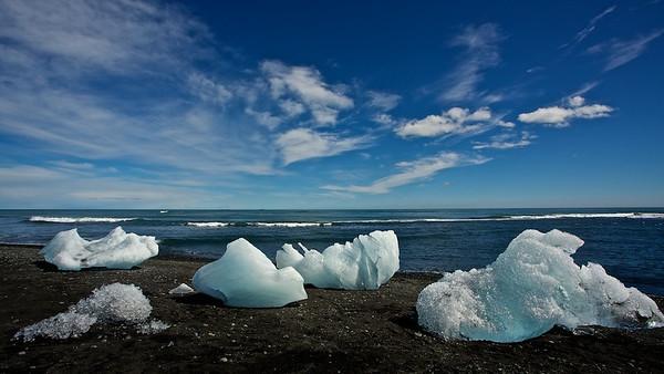 isberge am Jökulsárlón Strand - Island  Icebergs at Jökulsárlón Beach - Iceland