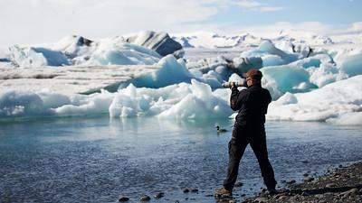 Arno Helfer beim Fotografieren am Jökulsárlón - Island