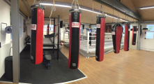 <h5>Kraftbereich und Boxsäcke im Fitnessbereich</h5><p></p>
