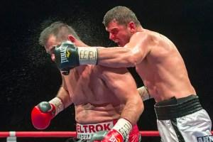 Rumms! Arnold Gjergjaj versetzt Adran Redzovic einen harten Schlag.