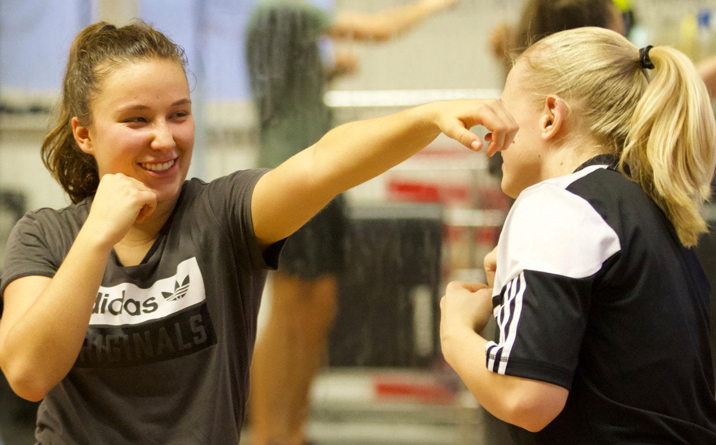 Fitnessboxen für Frauen bei Arnold Boxfit dem Boxgym von Arnold The Cobra Gjergjaj in Pratteln