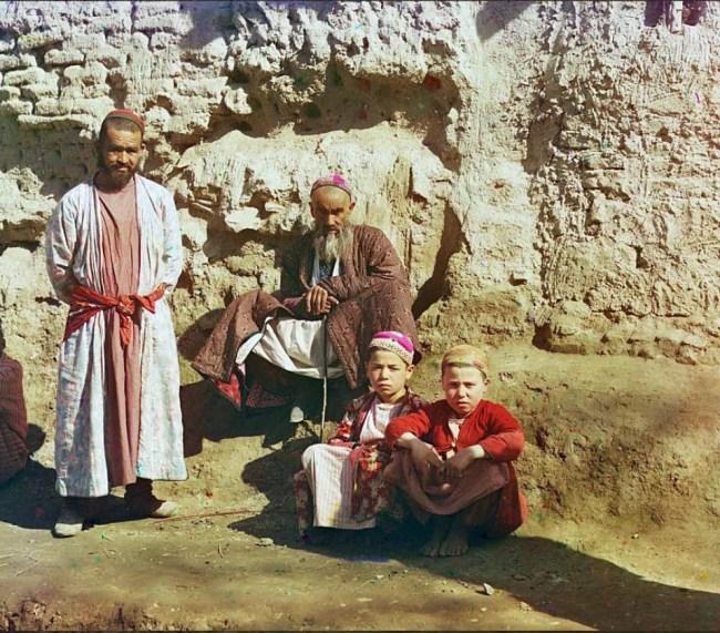 Uzbecy w codziennych ubraniach