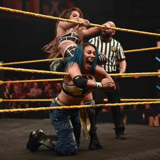 Dakota Kai crushes Mia Yim's neck against the ropes