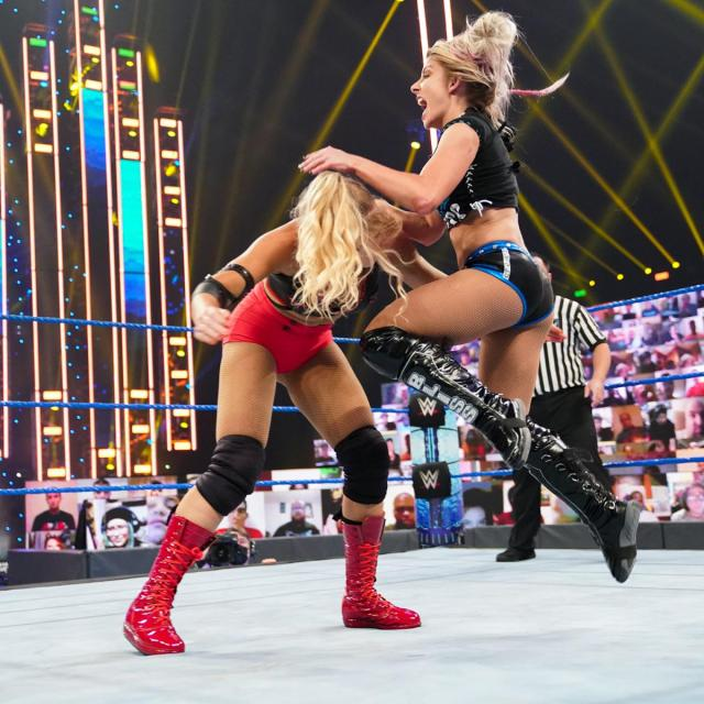 Alexa Bliss knees Lacey Evans in the face