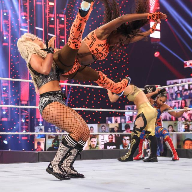 Naomi Rear View's Toni Storm in the Rumble match