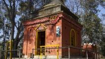 Tempeltje op een heuvel bij Panauti