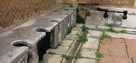 De evolutie van het poepen sinds de Romeinen