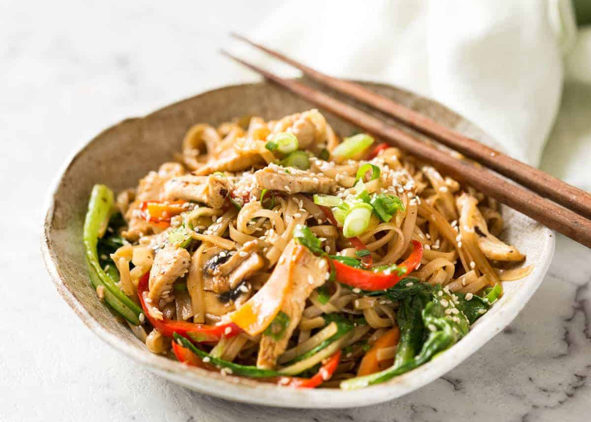 Chicken-Stir-Fry-with-Rice-Noodles