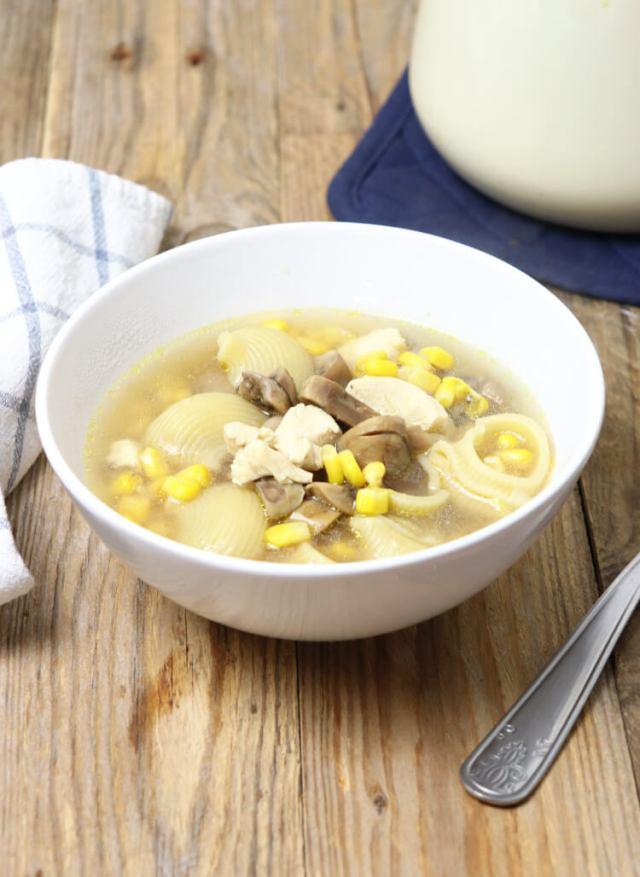 Recept na jednoduchý žampionový vývar (veganský) k přípravě polévek, omáček, rizot...