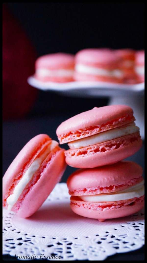 Macarons with vanilla buttercream center