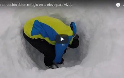 Construcción de un refugio en la nieve para vivac