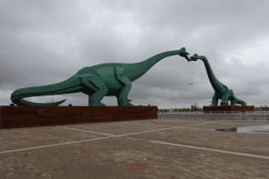 Dinosaurier beim Zungenkuss