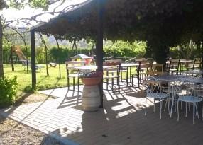 Agriturismo Casa di Campagna tavoli esterni e area giochi