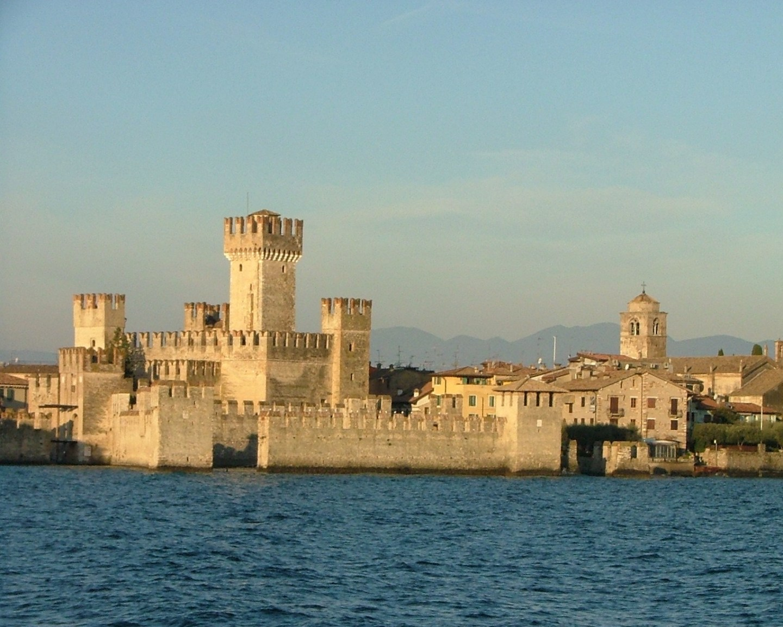 Castelli da visitare con i bambini castello_scaligero_sirmione