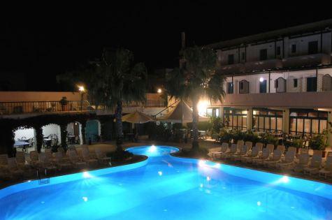 costa_del_salento_notte_struttura
