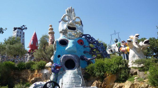 Toscana per bambini, al Giardino dei Tarocchi la meraviglia delle sculture di Niki De Saint Phalle