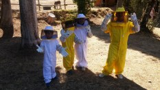 weekend bambini umbria trasimeno_attivita_bambini_apicoltore_tuta