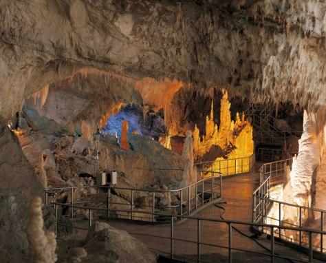 40 idee per un weekend con i bambini in italia grotte di frasassi