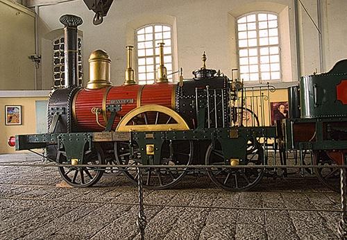 Museo-Ferroviario-Pietrarsa- locomotiva