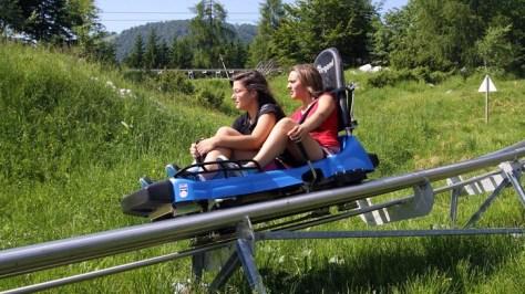Scendere da una montagna con il bob su rotaia: 10 migliori bob estivi, classifica di Around Family: Alpine Coaster a Piancavallo, Friuli venezia giulia