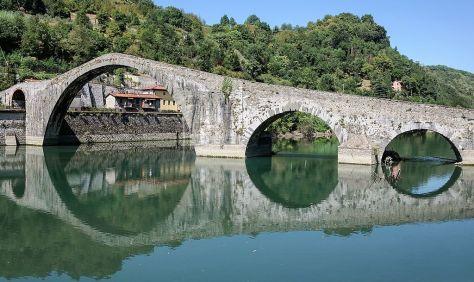 43 idee per un weekend con i bambini Toscana_Borgo_a_Mozzano_Ponte_della_Maddalena