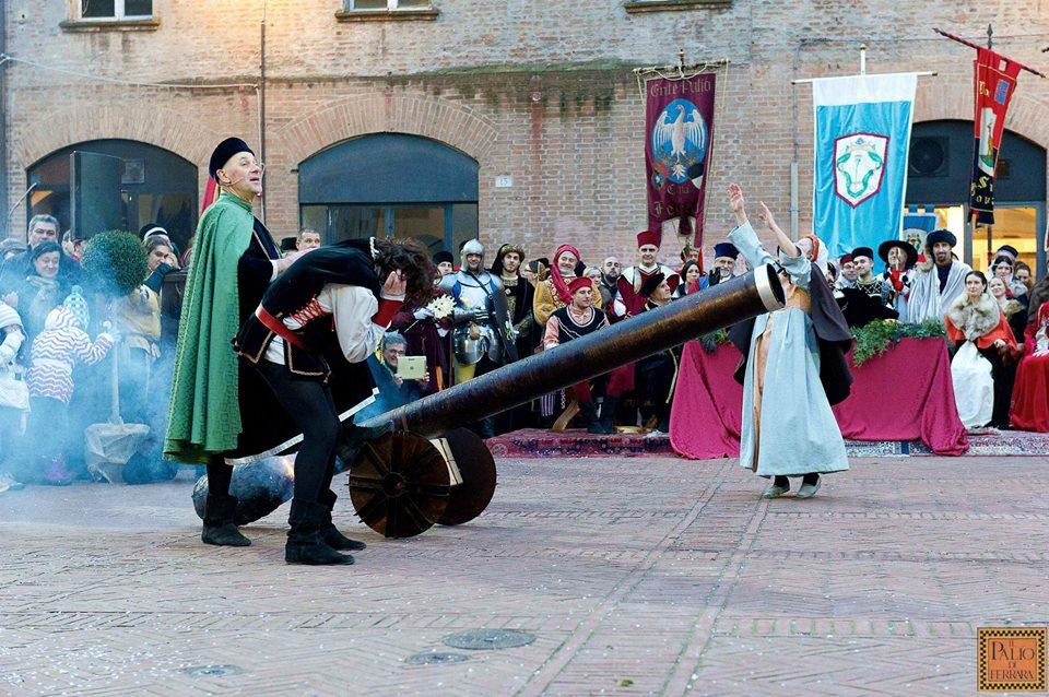 carnevale_ferrara_spettacolo_cannone