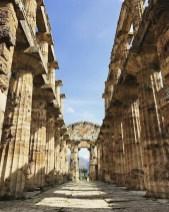 cilento-Parco Archeologico di Paestum-colonnato