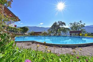 vecchie_fattorie_trentino_saderhof_piscina
