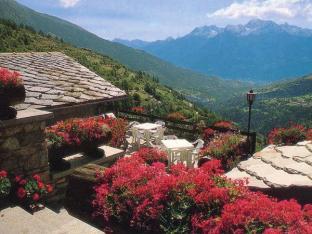 vecchie_fattorie_valle_aosta_lo_ratele_terrazzo