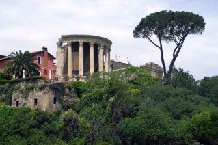 Roma con i bambini Villa Gregoriana_tempio