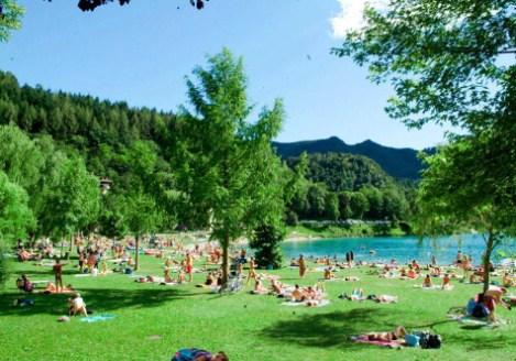 lago di garda per bambini Lago_di_Ledro-prato