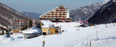 sciare con i bambini mondole ski artesina hotel marguareis direttamente sulle piste