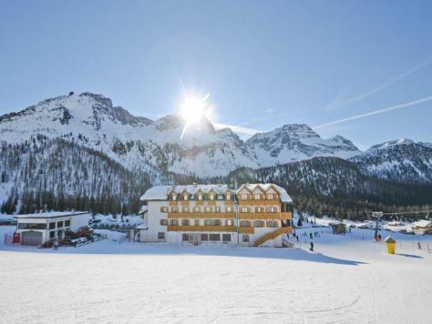 sciare con i bambini passo san pellegrino hotel san marco direttamente sulle piste
