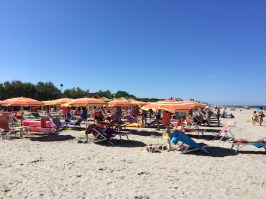 Sunloungers at Spiaggia e Mare Holiday Park in Italy