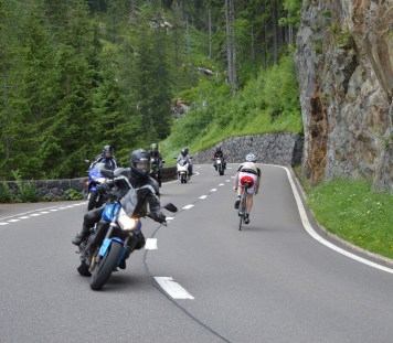 Motorbikes and bicycles on the Susten Pass in Switzerland